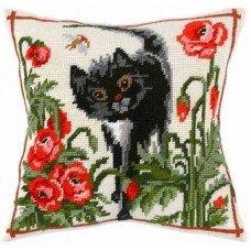 Подушка для вишивки напівхрестом Чарівниця V-01 Кіт серед маків